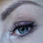 Makijaż: akcent na oczy – Maybelline Color Tatoo, połyskujące bordo